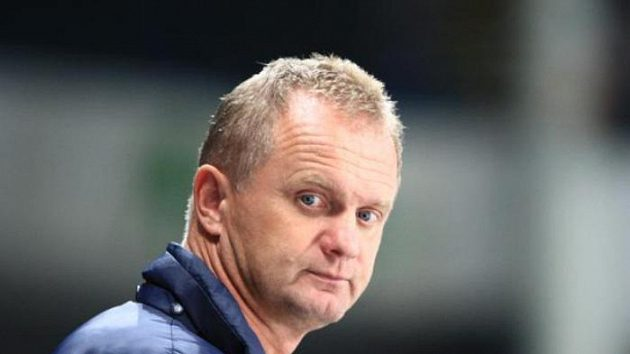 Trenér hokejistů Zlína Zdeněk Venera má po nevydařeném startu o čem přemýšlet.