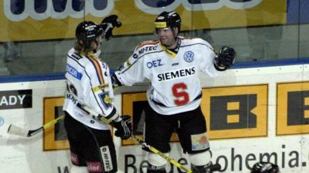 Josef Straka (uprostřed) ještě vdresu Sparty.