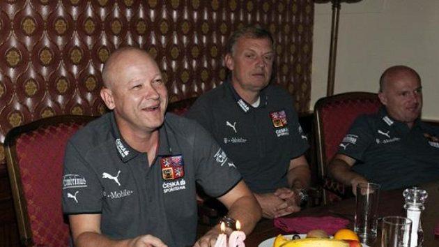 Jan Stejskal (uprostřed) bude trénovat v Jablonci brankáře.