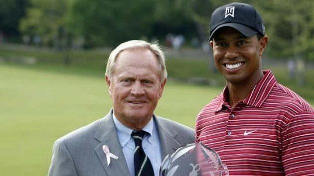 Tiger Woods (vpravo) s golfovou legendou Jackem Nicklausem