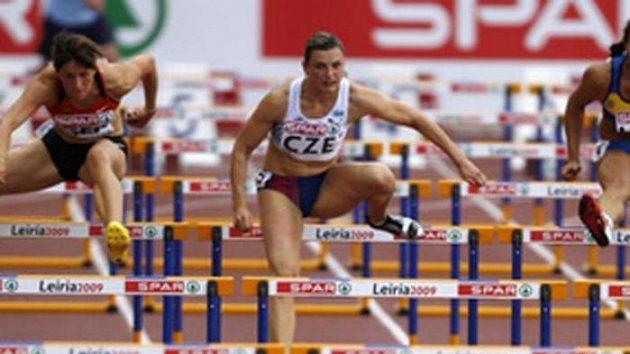 Překážkářka Lucie Škrobáková (uprostřed)
