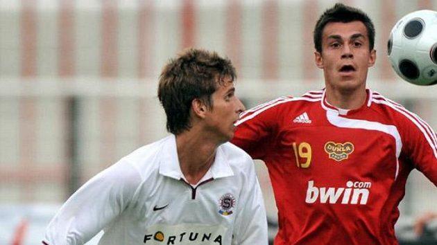 Fotbalisté Dukly se po výhře nad sparťanskou rezervou prodrali už na druhou příčku ve druhé lize.
