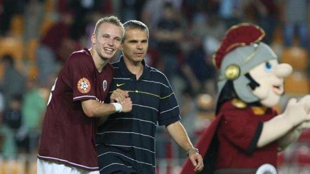 Střelec jediné branky v zápase Sparty s Mladou Boleslaví Michal Kadlec (vlevo) s trenérm Vítězslavem Lavičkou.
