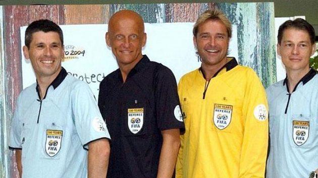 Luboš Michel (vpravo) s dalšími rozhodčím Friskem, Collinou a Merkem (zprava)