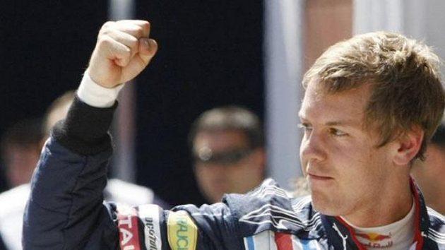Radost jezdce formule 1 Sebastiana Vettela z vítězství kvalifikace na GP v Turecku