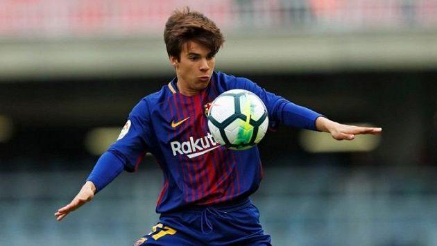 Talentovaný fotbalista Riqui Puig je dalším z barcelonských klenotů. Pokud by ho chtěla získat konkurence, musela by zaplatit miliardy.