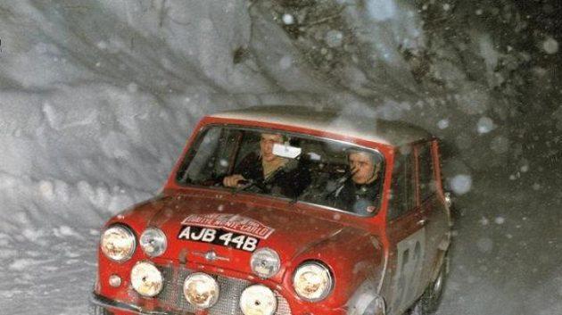 Timo Mäkinen a Paul Easter vyhráli s vozem Mini Cooper v roce 1965 Rallye Monte Carlo.