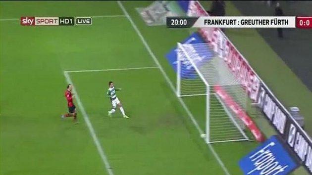 Prázdnější už brána být nemohla, Edgar Prib ale gól stejně nedal.