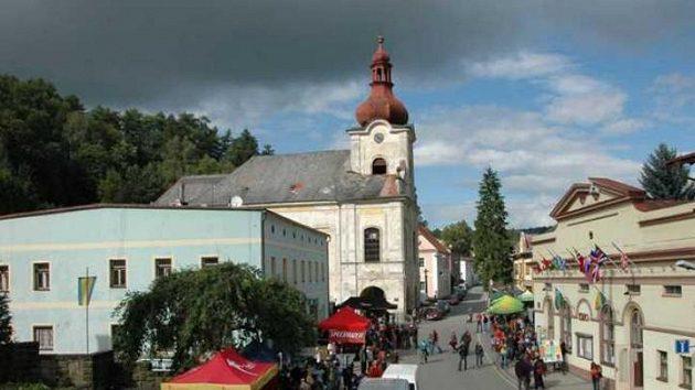 Slunce nad Teplicemi nad Metují bylo v průběhu horolezeckého festivalu vítaným hostem. Častěji ale chodil déšť.