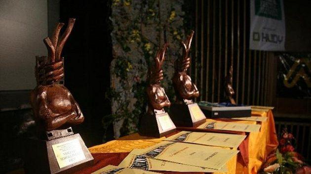 Ceny pro vítěze Mezinárodního horolezeckého filmového festivalu v Teplicích nad Metují.