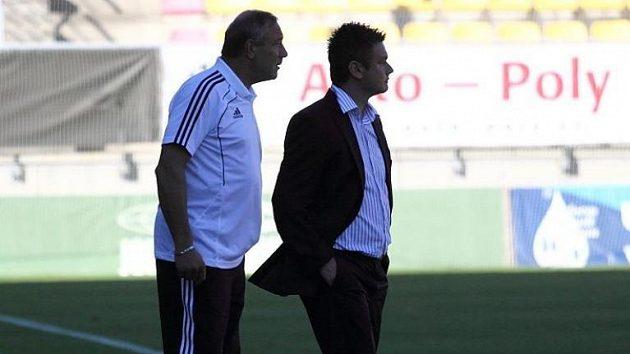 Příbramský trenér David Vavruška (vpravo) s asistentem Františkem Kopačem s remízou spokojeni nebyli.