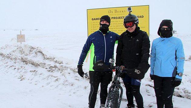 Odvážlivci, kteří zaběhli maratón na zmrzlém jezeru při minus dvaceti stupních.