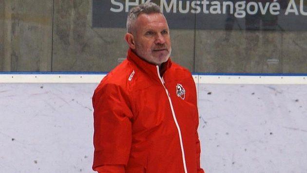 Novým hlavním trenérem pardubického Dynama je Milan Razým, zkušený kouč na lavičce nahradil Radka Bělohlava.