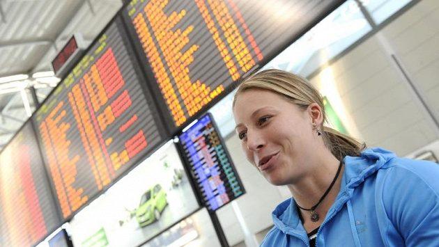 Tyčkařka Jiřina Ptáčníková před odletem na halové MS v Istanbulu