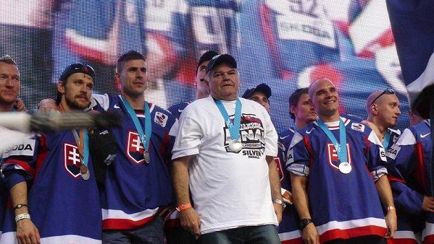 Vladimír Vůjtek se slovenskými hokejisty.