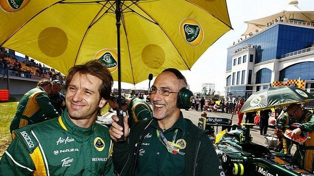 Jarno Trulli (vlevo) v barvách stáje Lotus.
