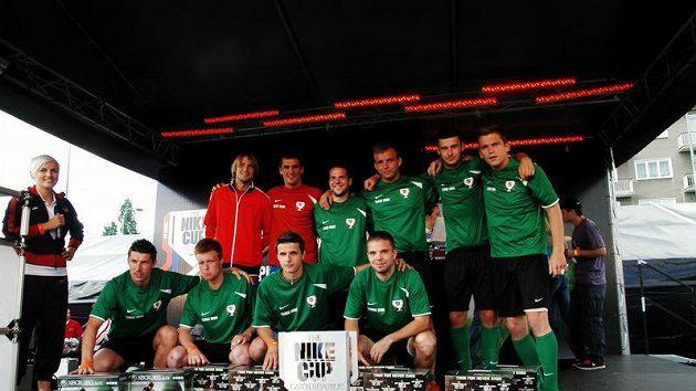 Tangu Brno, vítěznému týmu Nike City Cupu, pogratulovali také fotbaloví reprezentanti Jaroslav Plašil a Martin Fenin.