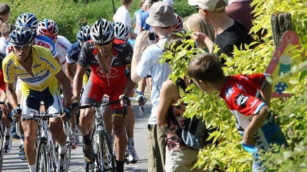 Američan Lance Armstrong (vpravo) bojuje při závěrečné etapě závodu Kolem Lucemburska.