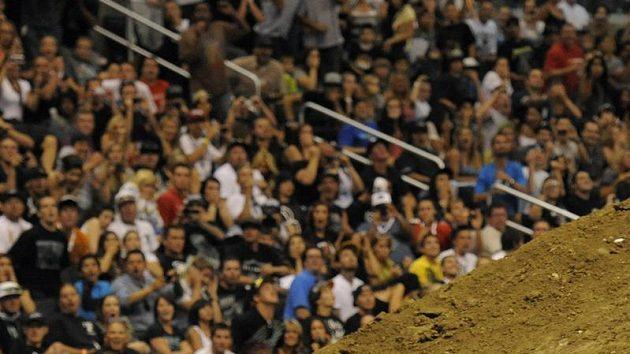 Paris Rosen tvrdě přistál na zádech při pokusu o frontflip na X Games v Los Angeles.