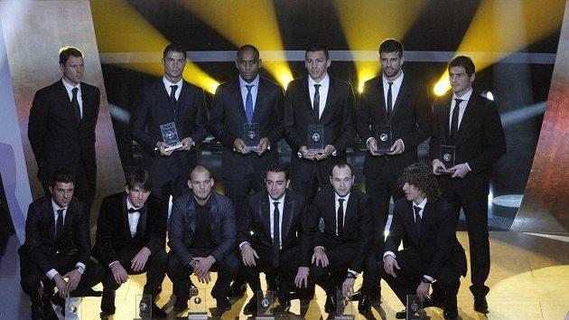 Nejlepší fotbalová jedenáctka za rok 2010 při vyhlášení ankety Zlatý míč FIFA 2010