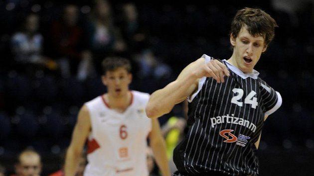 Jan Veselý z Partizanu Bělehrad v utkání proti Nymburku.