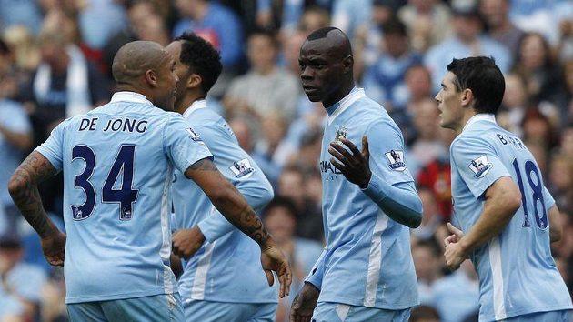 Manchester City vládne Premier League, ale za cenu obřích finančních ztrát