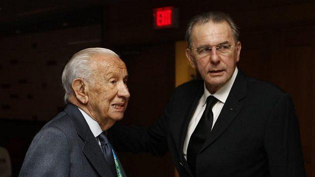 Bývalý prezident Mezinárodního olympijského výboru Juan Antonio Samaranch (vlevo) a současný Jacques Rogge