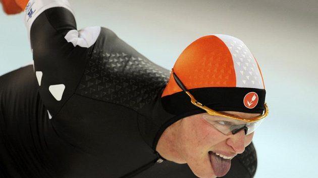 Nizozemský rychlobruslař Sven Kramer během olympijského závodu na 5 000 metrů.