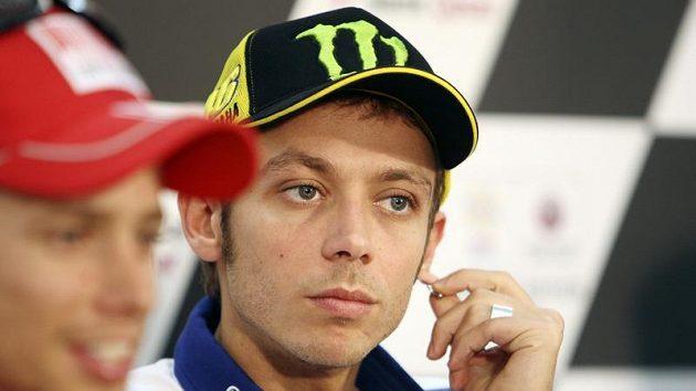 Dva kohouti z třídy MotoGP: Casey Stoner (vlevo) a Valentino Rossi.