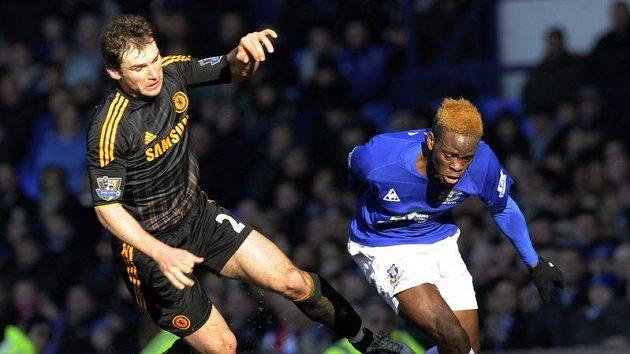 Louis Saha (vpravo) ještě v dresu Evertonu.