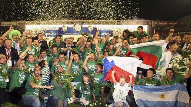 Fotbalisté Bursasporu slaví turecký titul