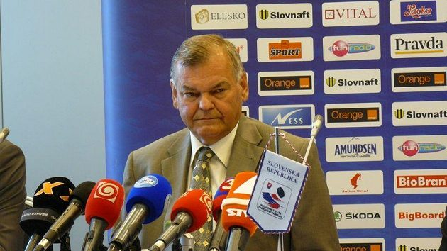 Vladimír Vůjtek na tiskové konferenci v Bratislavě