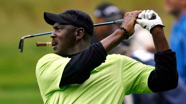 Bývalý basketbalista Michael Jordan na golfovém hřišti