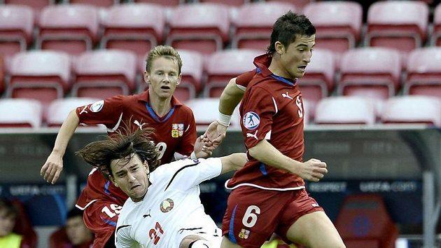 Lukáš Vácha v zápase s Běloruskem, ve kterém viděl zbytečnou červenou kartu a svůj tým oslabil.