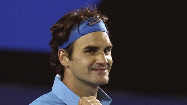 Roger Federer se raduje z postupu do finále Australian Open.