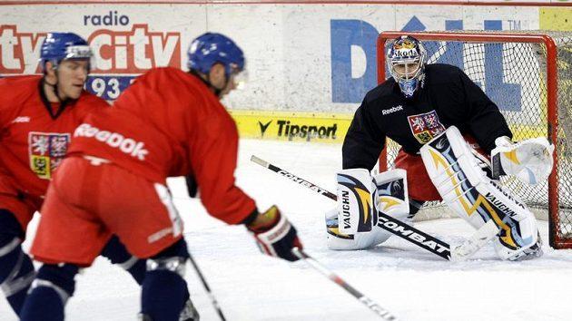 Brankář Ondřej Pavelec na tréninku hokejové reprezentace