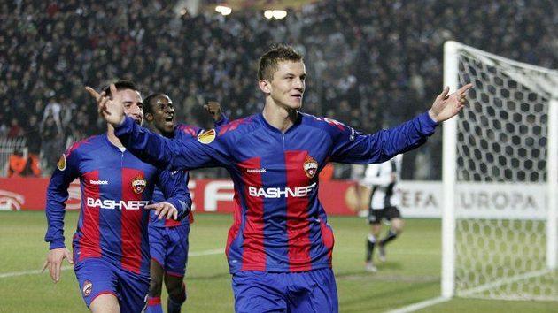 Tomáš Necid se raduje z gólu na hřišti Soluně.