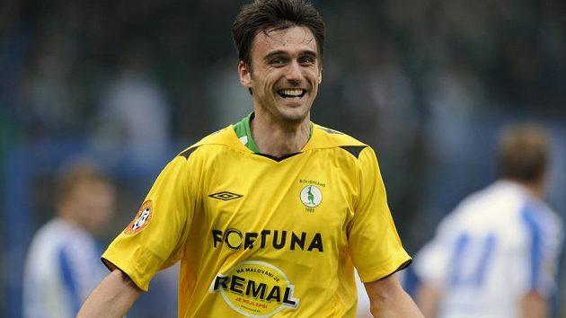 Klokan Vladimír Bálek oslavuje gól, který dal v Liberci.