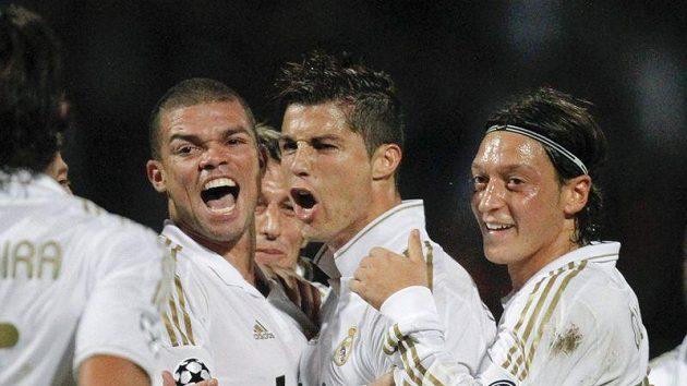 Fotbalisté Realu Madrid se radují.