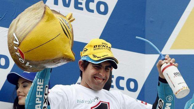Španěl Julian Simon se raduje z vítězství v GP Austrálie