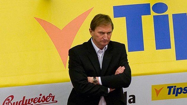 Smutný trenér Alois Hadamczik. Ve Švédsku český tým vše prohrál.