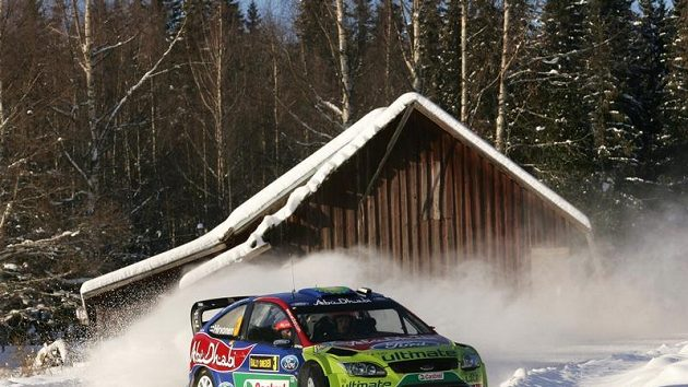 Mikko Hirvonen na trati Švédské rallye.