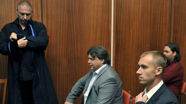 Obžalovaní Petr Drobisz (vpravo) a Karel Kapr v jednací síni olomouckého soudu.
