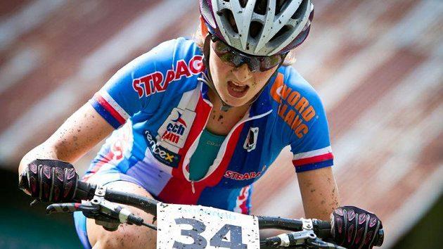 Ćeská bikerka Jitka Škarnitzlová na trati MS v Champery.