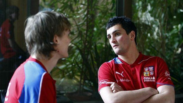 Fotbalový útočník Martin Fenin (vpravo)