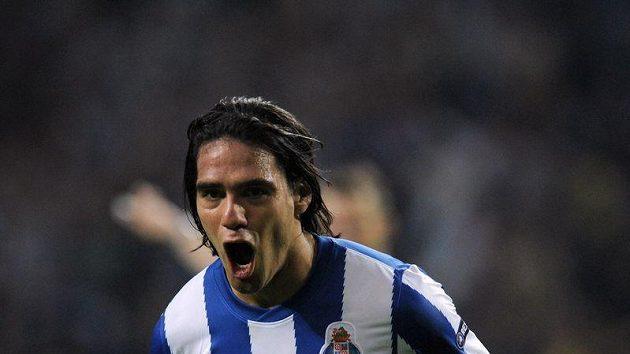 Radamel Falcao se raduje po vstřelení gólu Villarrealu.