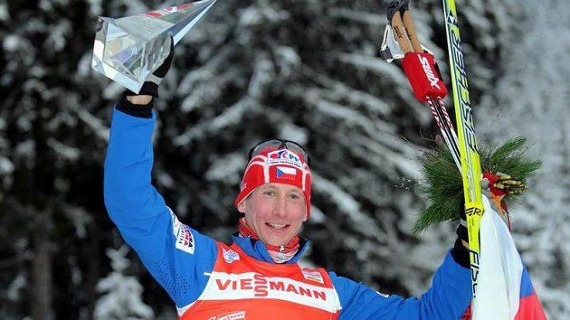 Lukáš Bauer oslavuje triumf v Tour de Ski 2010.