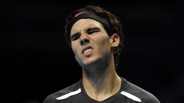Zklamaný Rafael Nadal v Londýně dohrál.