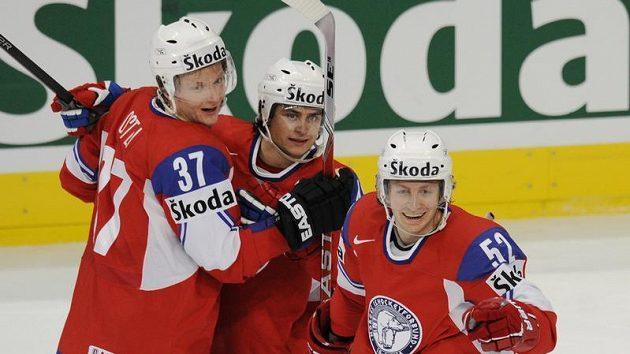 Radost norských hráčů z prvního gólu, zleva Lars Lokken Ostli, Mats Zuccarello Aasen a Anders Fredriksen.