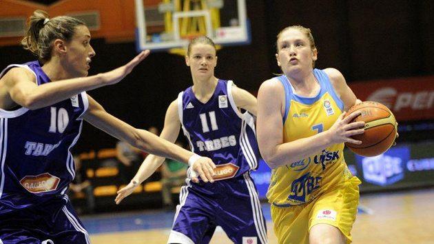 Lindsay Whalenová z USK (vpravo) v utkání proti Barbes. Ilustrační foto.